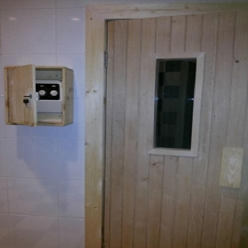 Pintu Ruang Sauna